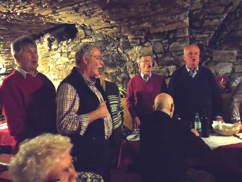 singen im Weinkeller